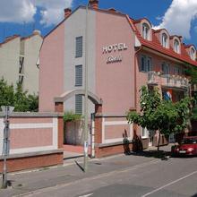 Bella Hotel in Domaszek
