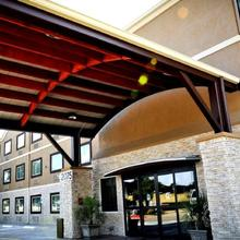 Best Western Plus Arlington North in Florence Hill