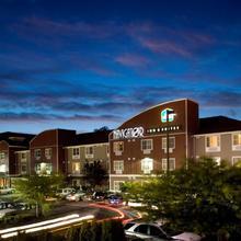 Best Western Plus Navigator Inn & Suites in Everett