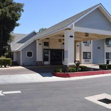 Best Western Town & Country Lodge in Tulare