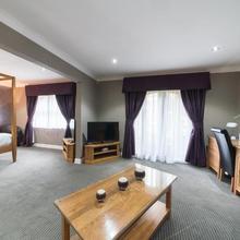 Best Western Widnes Halton Everglades Park Hotel in Burtonwood