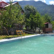 Bharhka Countryside Cottage Resort in Manali