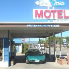 Blue and White Motel in Kalispell