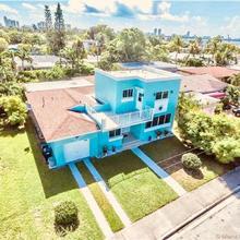 Blue House in Miami Beach
