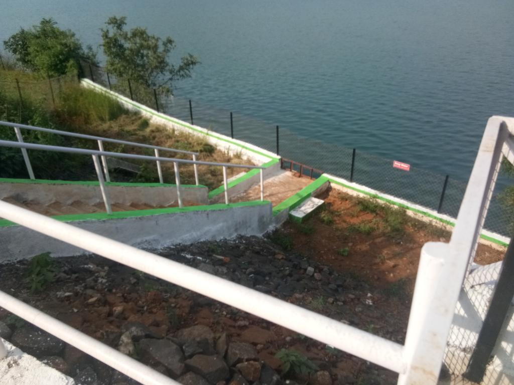 Blue Island Resort in Waki
