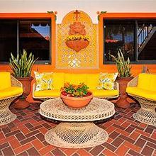 Blue Seas Courtyard in Fort Lauderdale