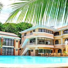 Boracay Holiday Resort in Caticlan