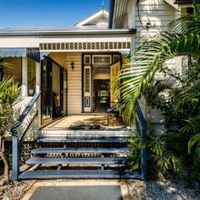 Bowen Terrace Accommodation in Brisbane