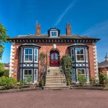Brooklands Lodge - Bed & Breakfast in Manchester