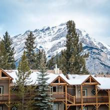 Buffalo Mountain Lodge in Banff