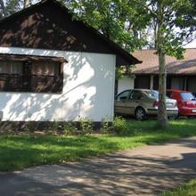 Bungalows & Camping Cserkeszőlő in Magyartes