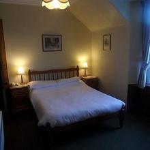 Cairn Hotel - Inn in Tomatin