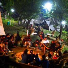 Camp Oak View, Bir in Bir