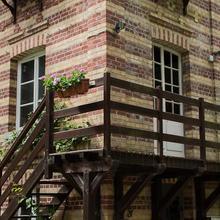 Camping du Château Vert in Noailles