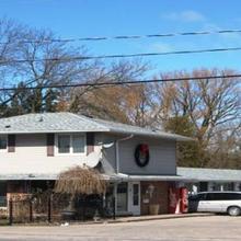 Canadiana Inn in Oshawa
