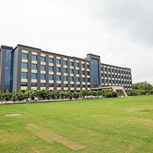 Capital O 16712 Golden Blossom Imperial Resorts in Dewa