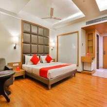 Capital O 17101 Hotel Furatt International in Vadodara