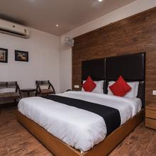 Capital O 419 Hotel Jps Residency Deluxe in Ghaziabad