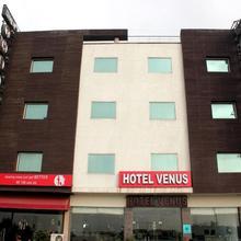 Capital O 444 Hotel Venus in New Delhi