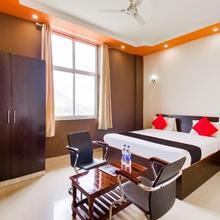 Capital O 49172 Kv Hotel & Restaurant in Jairampura