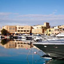 Captain's Inn Hotel in Al Ghardaqah