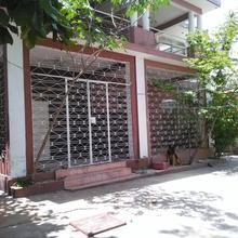 Carl' S Corner in Port-au-prince