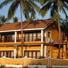 Casa Candolim Beach Front in Aguada