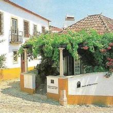 Casa de S. Thiago do Castelo in Serra Do Bouro
