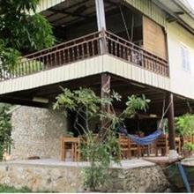 Champa Lodge in Bok Kou