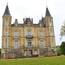 Chateau De La Moriniere in Nuaille