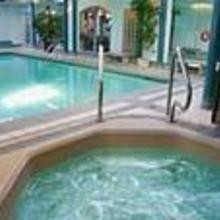 Chateau Victoria Hotel & Suites in Esquimalt