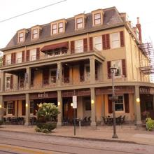 Chestnut Hill Hotel in Willow Grove