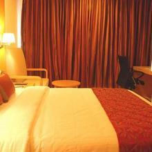 Claresta Hotel in Kelamangalam