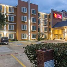 Clarion Inn & Suites West Chase in Houston