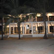 Coconut Garden Beach House in Chaoka
