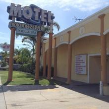 Colonial Pool & Spa Motel in San Pedro