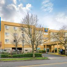 Comfort Inn & Suites Aurora Avenue North in Seattle