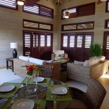 Coral Beach Village Resort in Utila