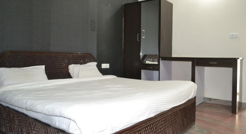 Corbett Crown Resort in Kirtinagar