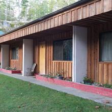 Cortes Island Motel in Squirrel Cove