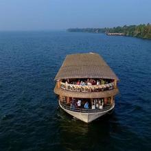 Cosy Houseboats in Kumarakom