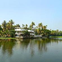 Cosy Lake Villa in Mararikulam