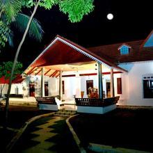 Cotelac Heritage Lake Resort in Kumarakom
