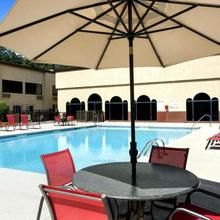 Cottonwood Suites Savannah Hotel & Conference Center in Savannah