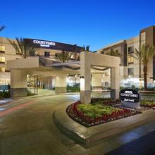 Courtyard Long Beach Airport in San Pedro