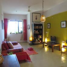 Cozy, Earthy Apartment In Goa in Pilerne