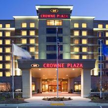 Crowne Plaza Hotel Milwaukee West in Milwaukee