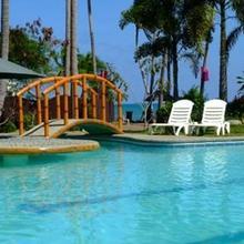 Crystal Paradise Resort Spa & Winery in Narra