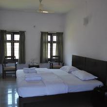 Daswal B&b Hotel in Cherambane