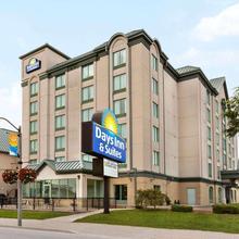 Days By Wyndham Niagara Falls Centre St. By The Falls in Niagara Falls